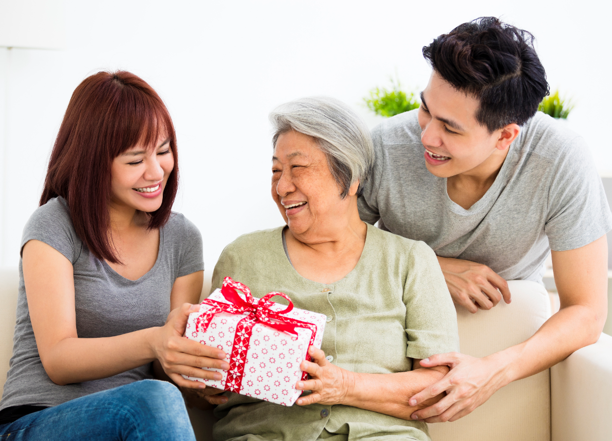 Christmas gift exchange with your elderly loved ones