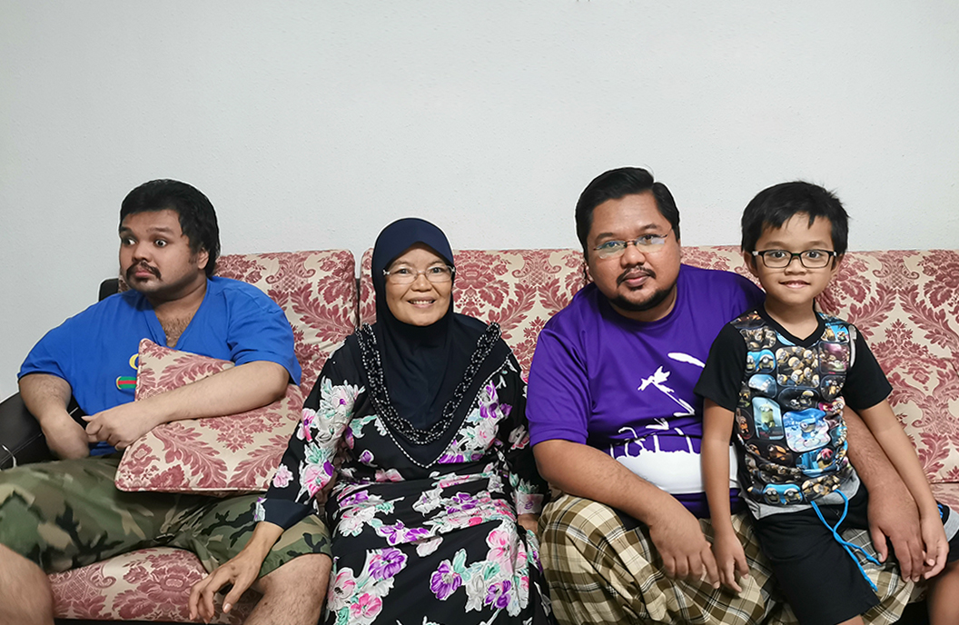 Mdm Serwati with her sons and grandson