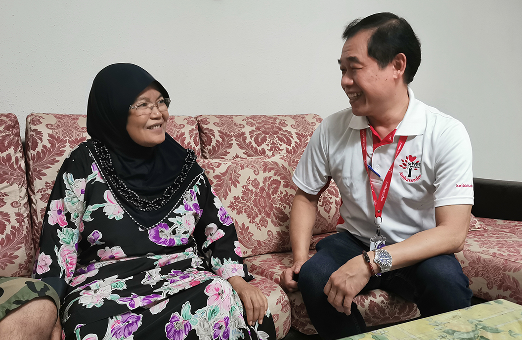 SGO Staff William chats with Mdm Serwati about Active Ageing Programmes